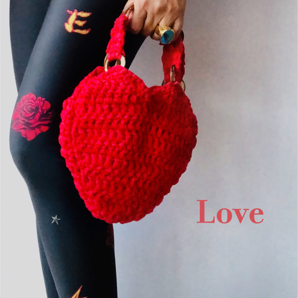 Crochet woven handbag with handles in wood
